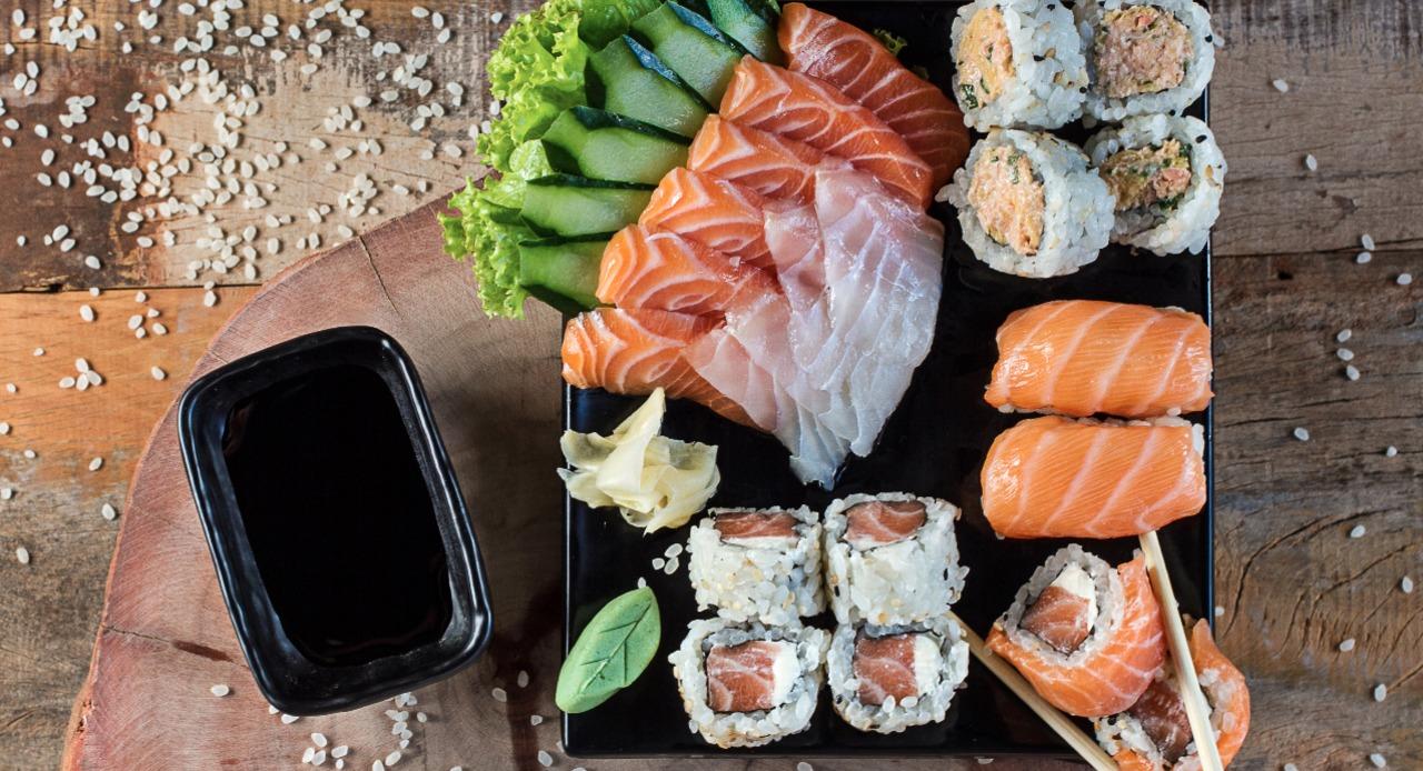 22 peças ( 4 philadelfia, 2 philadelfia especial, 6 sashimi salmao, 4 sashimi peixe branco, 4 itibance)
